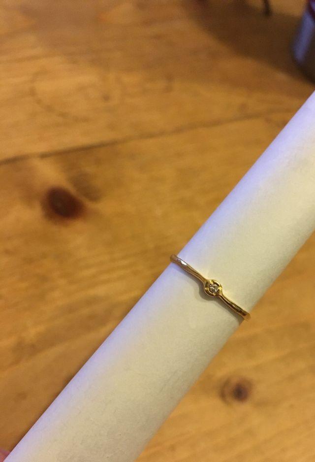 ゴールドとダイヤの指輪です。