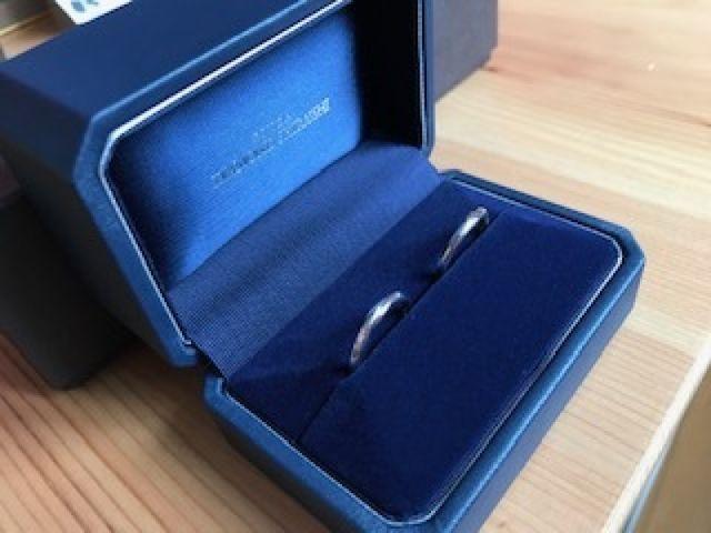 ダイヤの入っていないシンプルなデザインにの結婚指輪です。