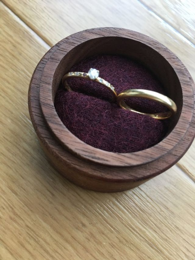 婚約指輪と結婚指輪の1つです