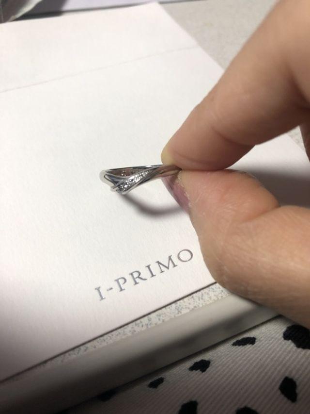 シンプル。内側にはピンクダイヤモンドを入れました。