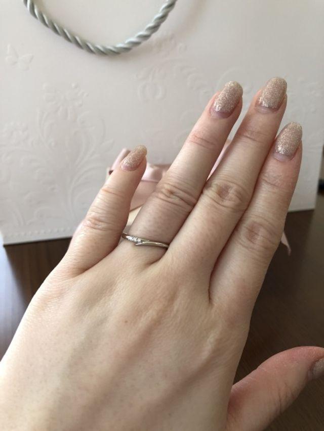 細身の少し変わったデザインなので指も細くみえてお気に入りです