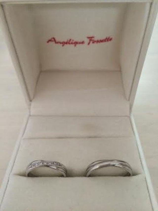 左が私の結婚指輪(8号)です。