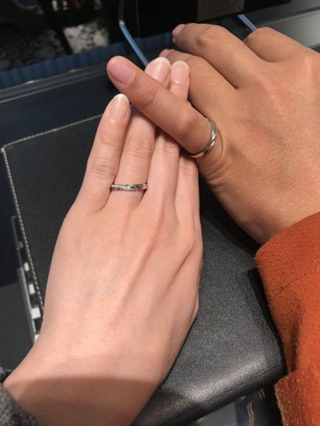 夫はサイズが合わず小指ですが装着の感じを知りたくて撮りました