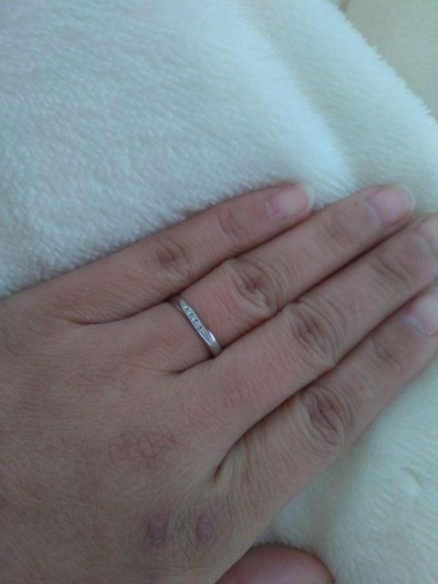 ダイヤが5石ついたシンプルなマリッジリング