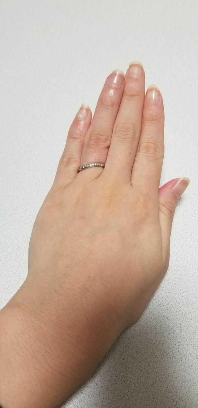 さりげないウェーブ感で、指への馴染みがとても良いです。