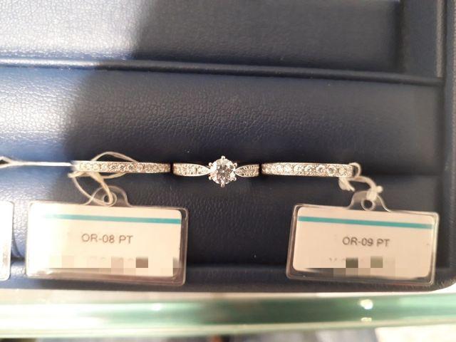 婚約指輪と重ねづけ用のエタニティ(婚約指輪は他ブランド商品)