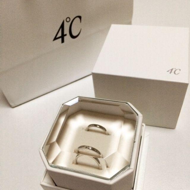 結婚指輪をペアで購入しました。上が女性用、下が男性用です。