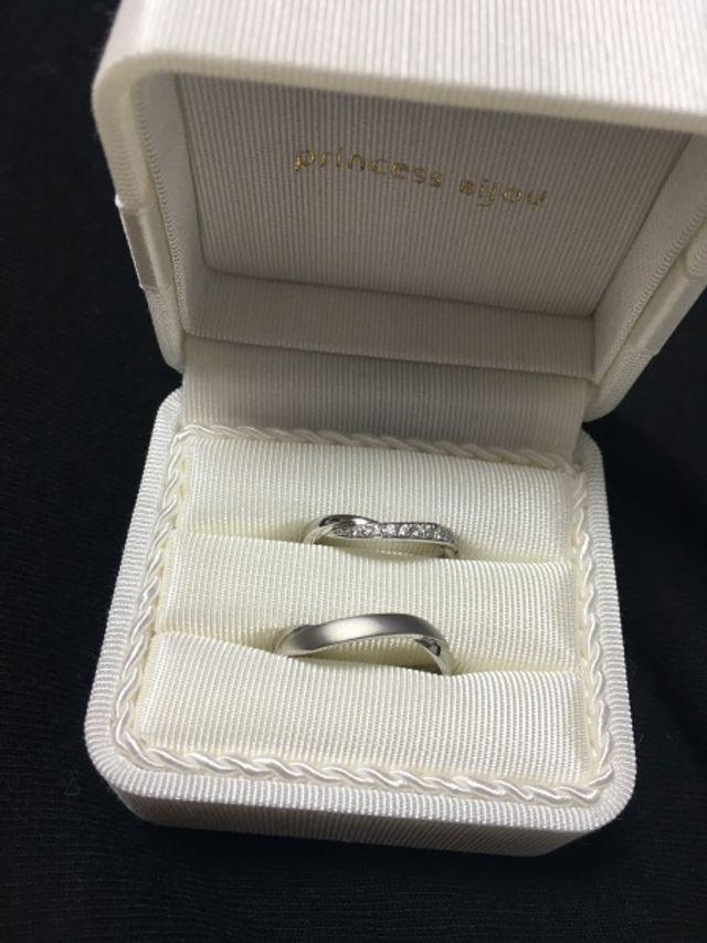 ディズニーのアリエルモチーフの指輪でとても可愛らしいです。