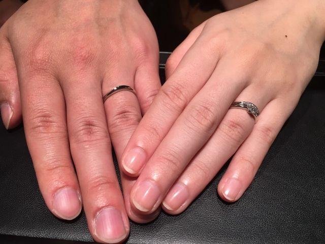 結婚指輪と婚約指輪を受け取ったときの写真です。