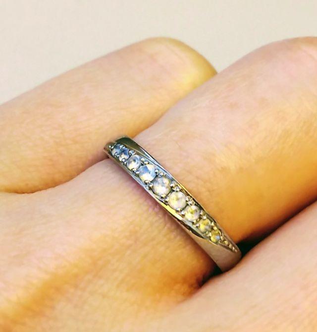 ダイヤモンドは輝きが普段使いには強いのであえて天然石を選択