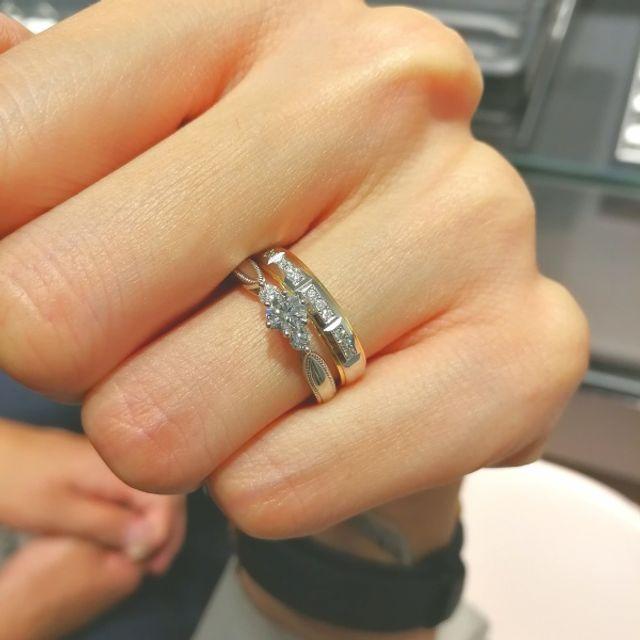 上のが結婚指輪。下が婚約指輪