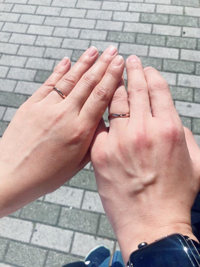 形が少しカーブしてることで指がとても綺麗に見えます!