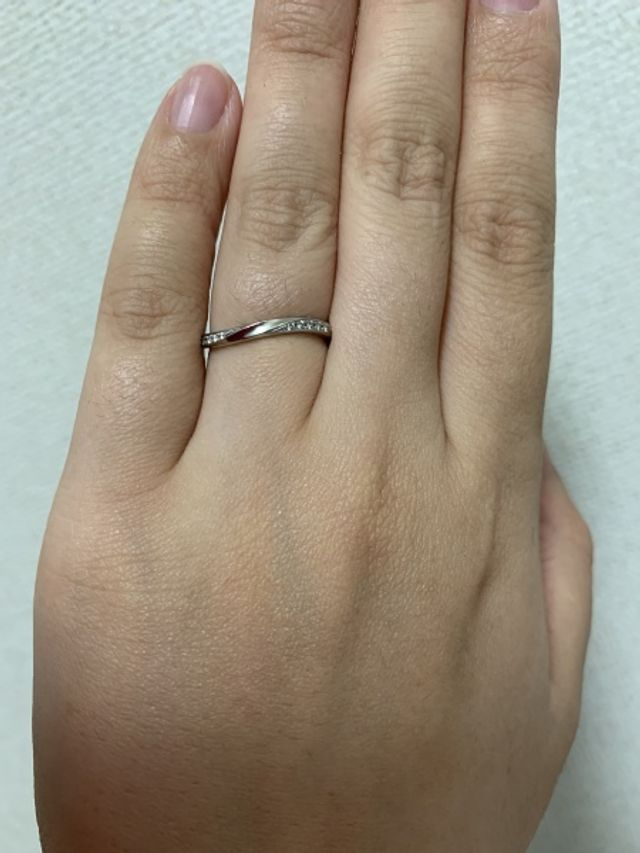 ダイヤが入ったプラチナの指輪です。