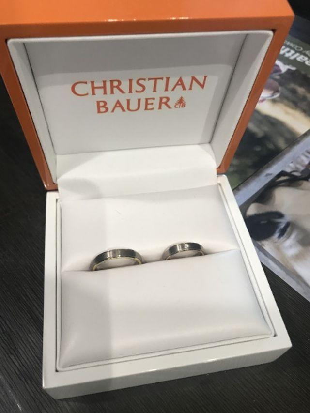新婦のリングにダイヤが入ってます