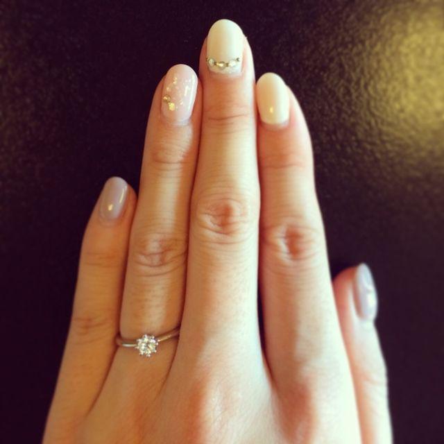 eteのシンプルな婚約指輪です。