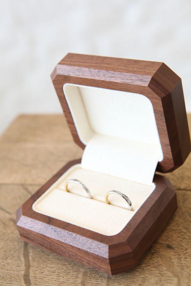 出来上がった指輪は素敵な木のBOXに入れてもらえます