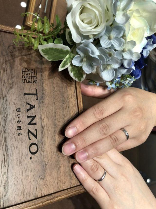 指輪を受け取り初めて着用した写真