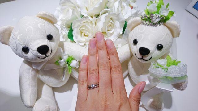 結婚指輪と婚約指輪をつけています!