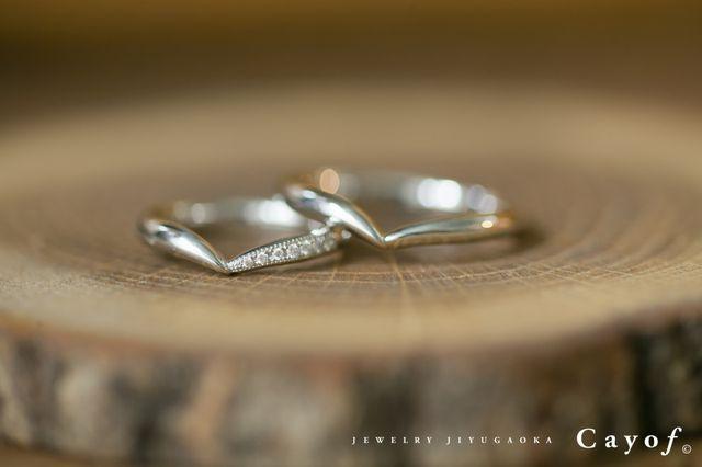 男性用はシンプルに、女性用にダイヤを入れました。