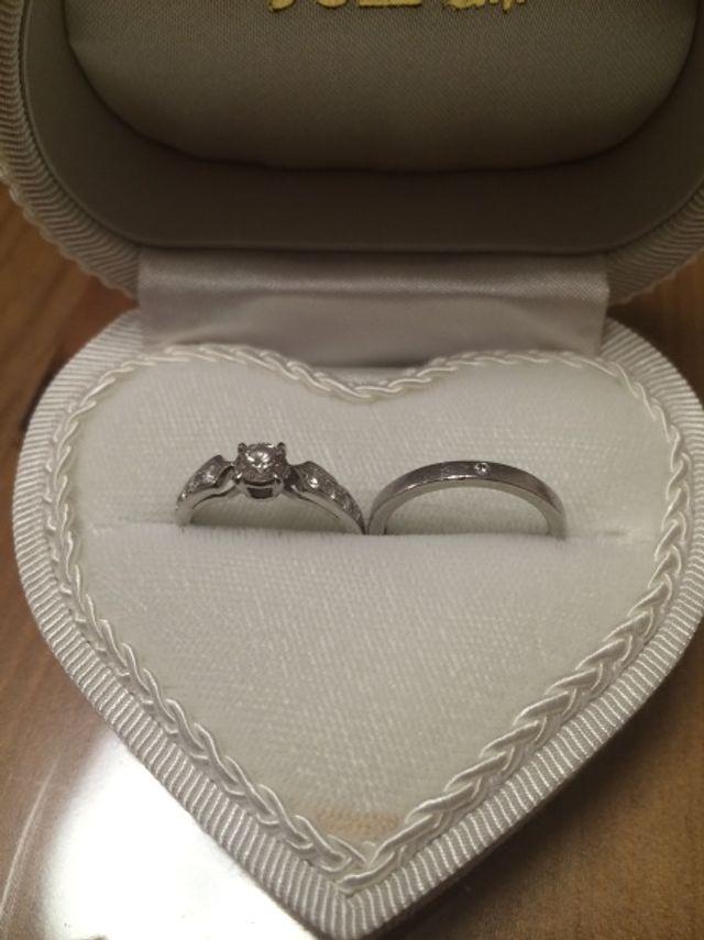 結婚指輪と婚約指輪です。セットではありません!