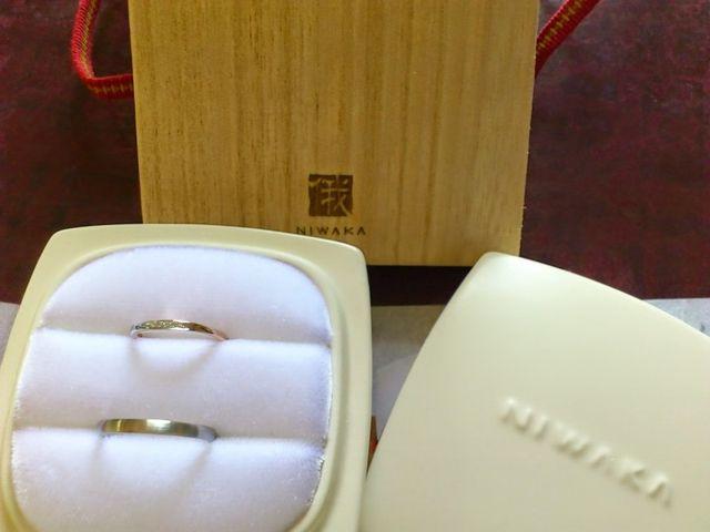 俄の結婚指輪 上:雪佳景 下:ことほぎ