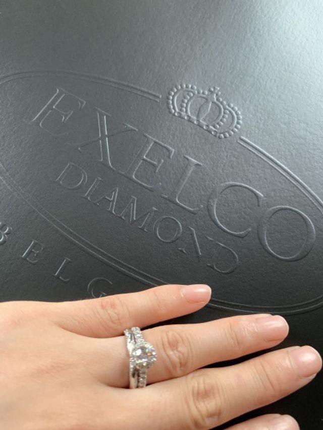 オリジナルの婚約指輪に重ね付けしても合いました。
