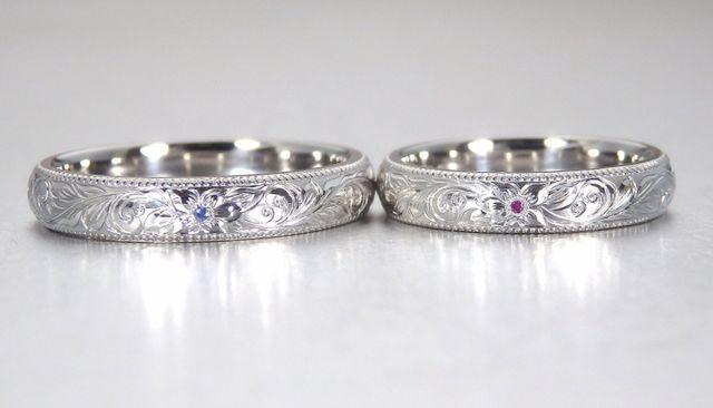 指輪の半分は彫りを無くし中央にダイヤを入れていただいてます
