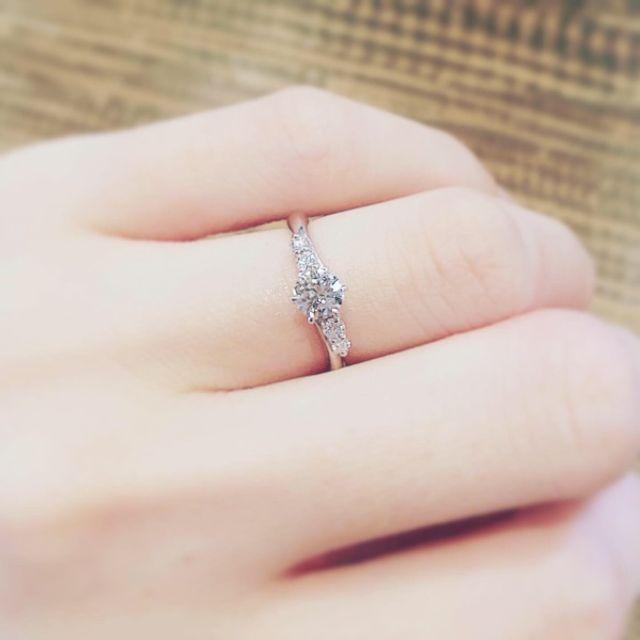 母から受け継いだダイヤで婚約指輪をオーダーしました。