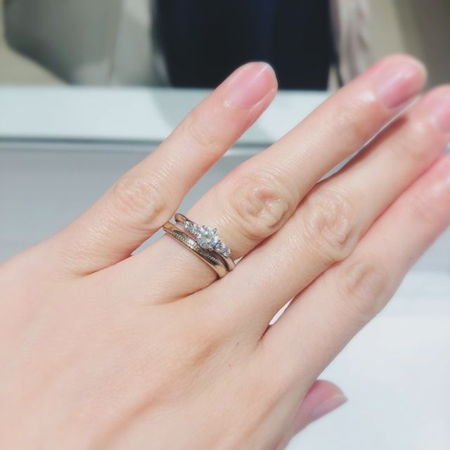 結婚指輪もオーダーして、婚約指輪とウェーブを揃えて。