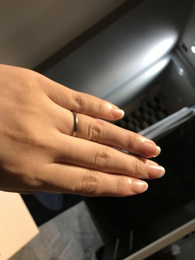 結婚指輪の作成前にサイズを試すために着用しました