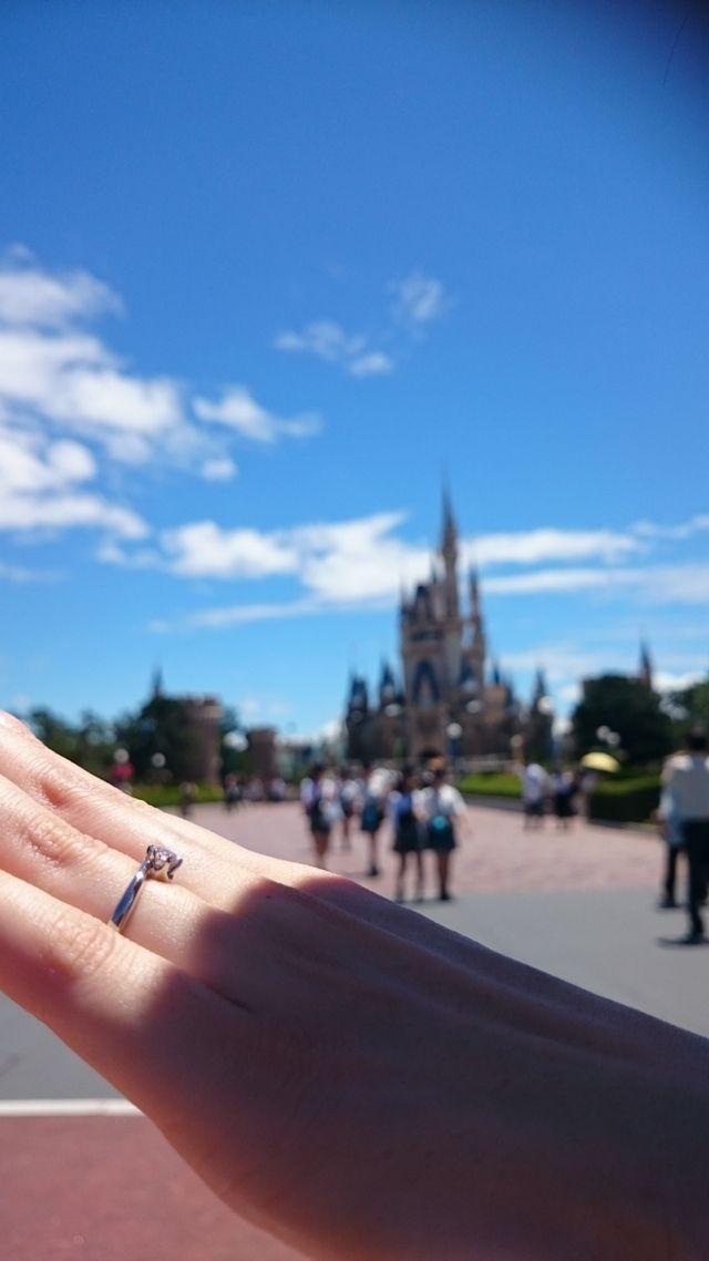 婚約指輪のみ。 ディズニーランドにて