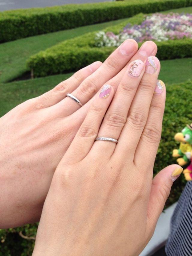 ペアデザインの細身の指輪です