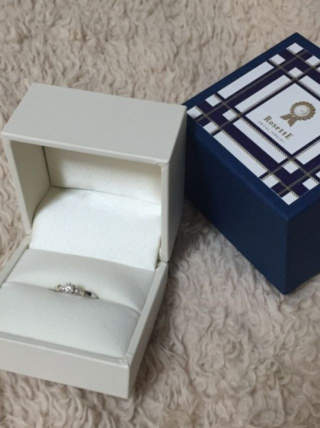 プロポーズの際に彼からもらった婚約指輪です。