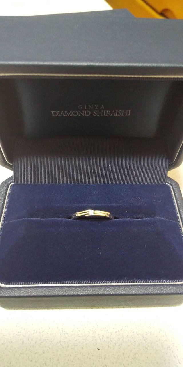 真ん中の小さいダイヤとデザインがとてもかわいいです。