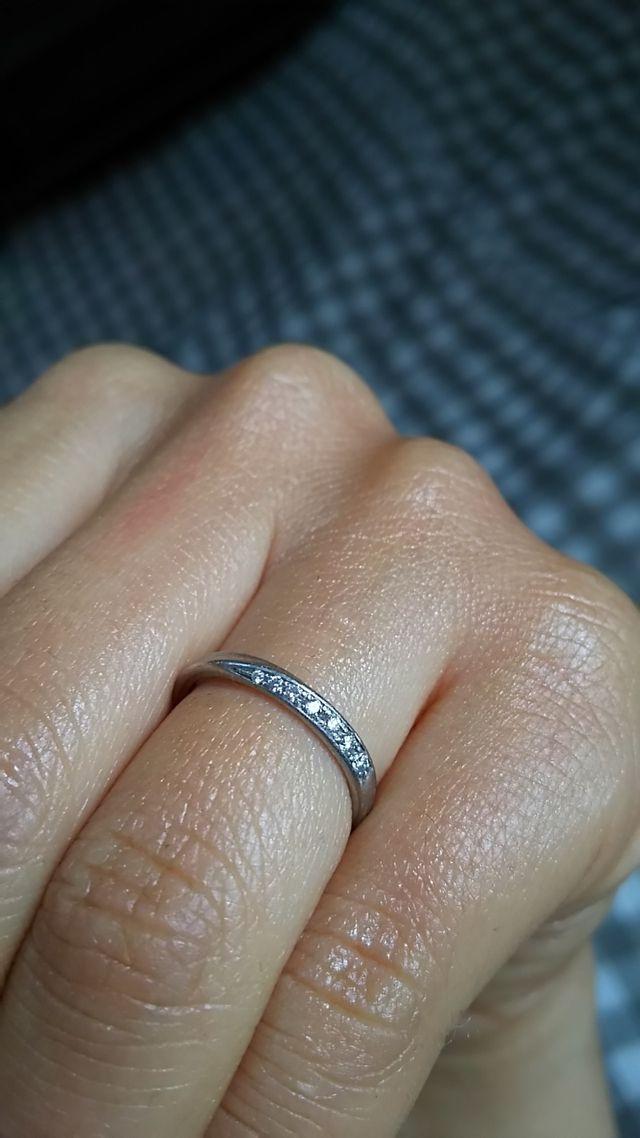 ダイヤの帯が、光を浴びてキラキラ輝きます♪