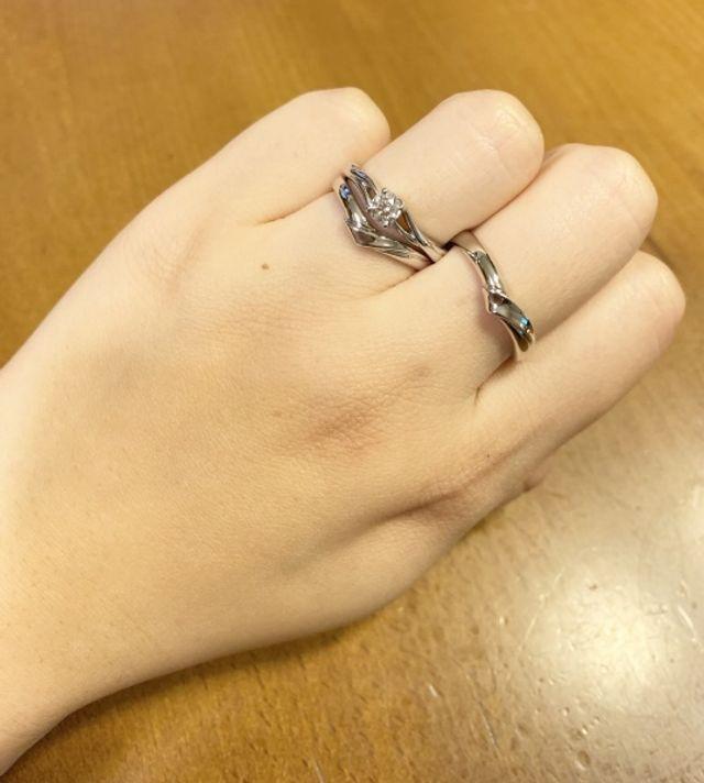 薬指 女性→婚約指輪 結婚指輪 中指 男性→結婚指輪