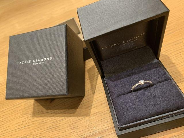 婚約指輪のみです。