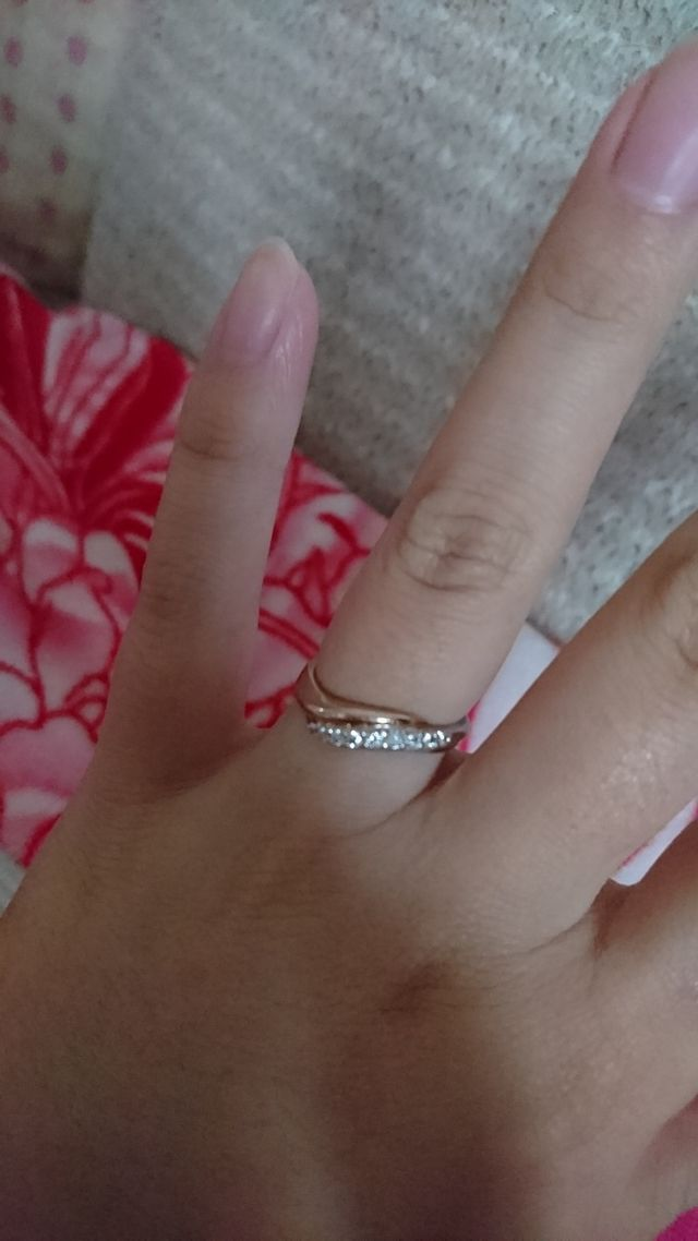 ピンクゴールドとプラチナでダイヤを使用したデザインです