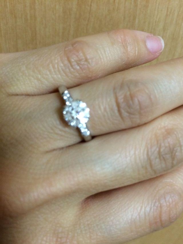 ダイヤの婚約指輪です