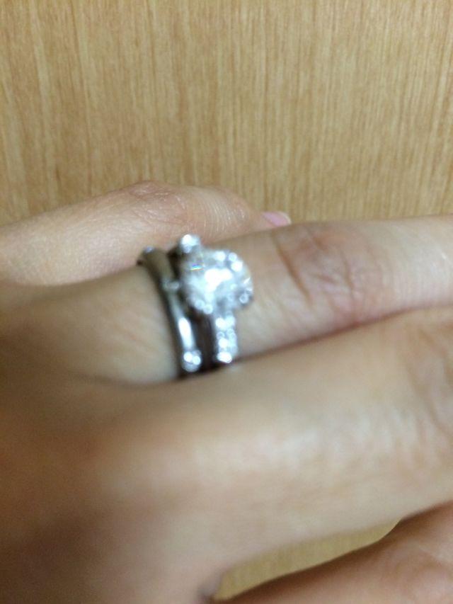 婚約指輪と結婚指輪のかさね付け