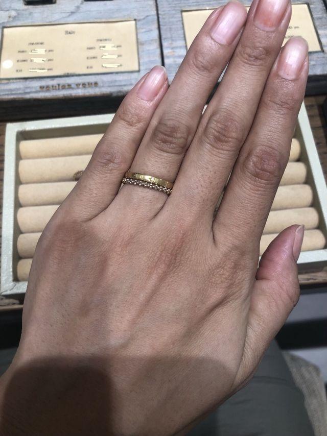 他の指輪と重ね付けしやすいデザイン
