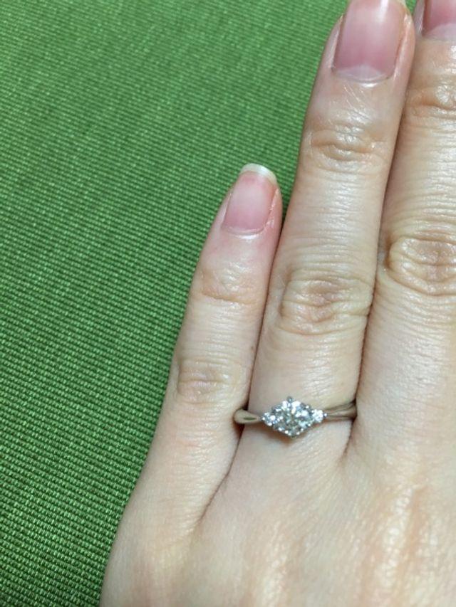 ダイヤの付根がハート型になっているところがお気に入り。