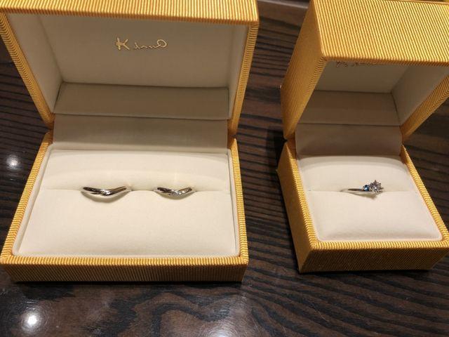 左:結婚指輪ペア 右:婚約指輪