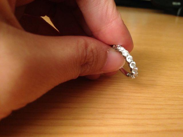デザインはエタニティーです。結婚指輪と重ねづけできます。