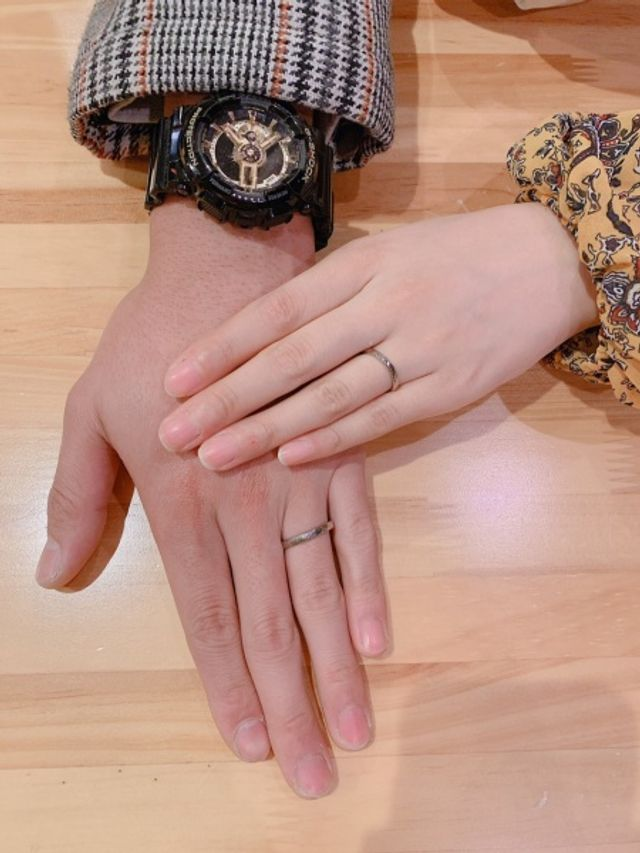 相手の指輪を作りあいしました。お互いの誕生石入りです。
