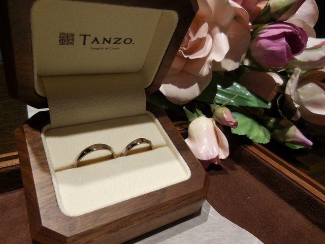 素敵なケースに入っているオリジナルデザインの結婚指輪です