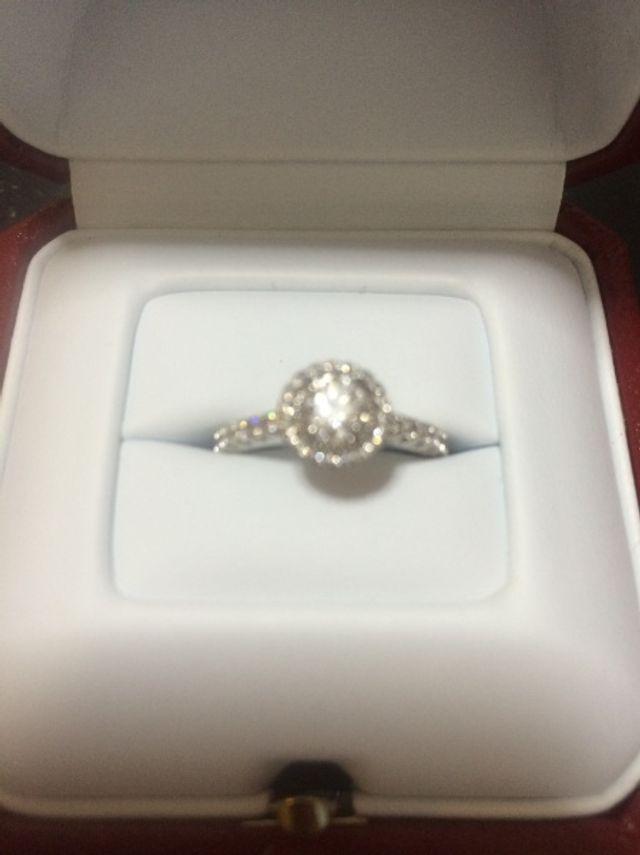 カルティエの指輪が欲しくて選びました。