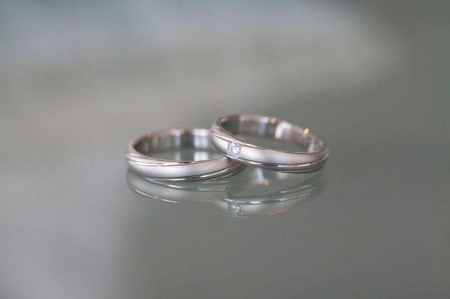 ダイヤが入っている方がわたしの指輪です。