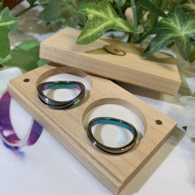 お互い2色カラーを選び主人の指輪はツヤ消しです。