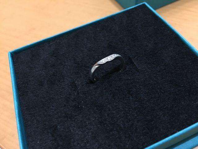 個性的なデザインですが意外に他の指輪とも合わせやすいです。
